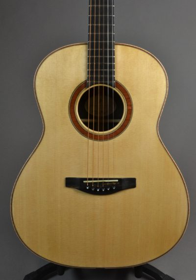 Main body showing belly bridge, bubinga rosette and Lutz spruce top